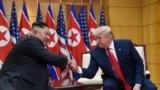 Lider Severne Koreje Kim Džong Un i predsednik SAD Donald Tramp na sastanku u demilitarizovanoj zoni, 30. jun 2019.