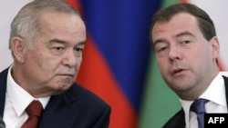 Russian President Dmitry Medvedev (right) with his Uzbek counterpart Islam Karimov