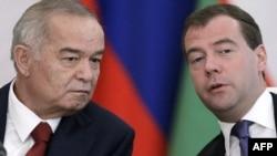 Көрнекі сурет. Ислам Каримов, Өзбекстан президенті (сол жақта) және Дмитрий Медведев, Ресей президенті. Мәскеу, 20 сәуір 2010 жыл