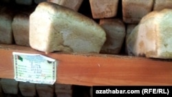 Türkmen häkimiýetleri azyk gytçylygy bilen baglylykda häzire çenli ilata hiç hili maglumat ýa düşündiriş bermän gelýärler.
