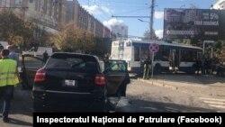 Accidentul din sectorul Buiucani din Chișinău, un Posche Cayenne a lovit un troleibuz
