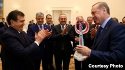 Uzbek President Shavkat Mirziyoev (left) was invited to Ankara by his Turkish counterpart Recep Tayyip Erdogan (right)