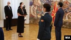 Германската амбасадорка Холштајн и претседателот Пендаровски на предавањето на акредитивните писма, 8 јули 2020