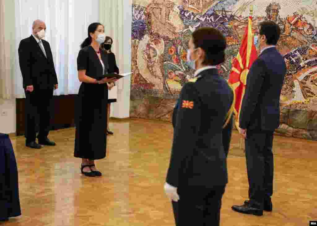 МАКЕДОНИЈА - Германија беше и ќе остане доверлив партнер Северна Македонија и ќе продолжи да ја поддржува со сите расположливи сили, истакна новата германска амбасадорка во Скопје, Анке Гизелa Холштајн на денешното предавање на акредитивните писма на претседателот Стево Пендаровски.
