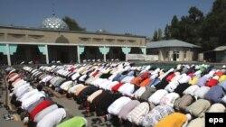 Борбордук мечиттеги жума намаз, 2010-жылдын 24-июлу.