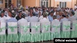 Өзбекстанда көп эл тамактануучу жайларда ооз ачууга бүт өлкө боюнча тыюу салынган.