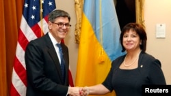 Министр финансов Украины Наталья Яресько на встрече в Казначействе США Вашингтоне