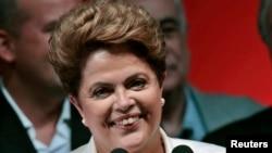 Дилма Русеф сразу после объявления предварительных результатов второго тура выборов. Бразилиа, 26 октября