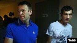 Алексей и Олег Навальные в Замоскворецком суде Москвы
