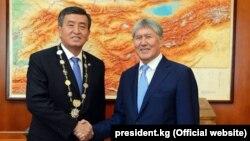 Atambayev 2017-ci il prezident seçkisində özünün keçmiş baş naziri Jeenbekovun namizədliyinə nail olmuşdu