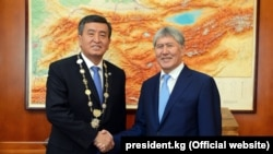 Former Kyrgyz President Almazbek Atambaev (right) and current incumbent Sooronbai Jeenbekov (file photo)