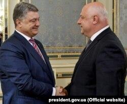 Президент України Петро Порошенко і президент Парламентської асамблеї ОБСЄ Георгій Церетелі (праворуч). Київ, 14 травня 2018 року