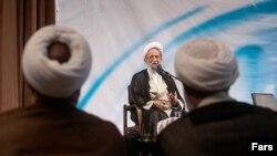 محمدتقی مصباح یزدی، روحانی محافظهکار ایرانی