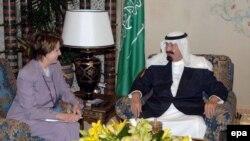 خانم پلوسی روز چهارشنبه پس از ورود به رياض با ملک عبدالله، پادشاه عربستان، ديدار و گفت وگو کرد