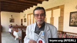Тимур Пулатов с книгой «Театр самураев» на презентации в Симферополе, 12 сентября 2020 года