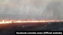 Пожежа на лінії розмежування 21 серпня 2017 року (Фото прес-центру Штабу АТО)