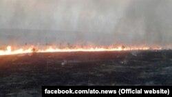Пожежа в степу на лінії розмежування. Донецька область (Фото прес-центру Штабу АТО)