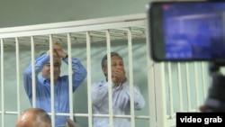 Өмүрбек Текебаев сот залында.