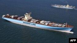 دو کشتی خطوط کشتیرانی مرسک در تصویری از سال ۲۰۰۶ میلادی
