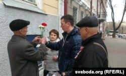 Кветкі для Васіля Быкава