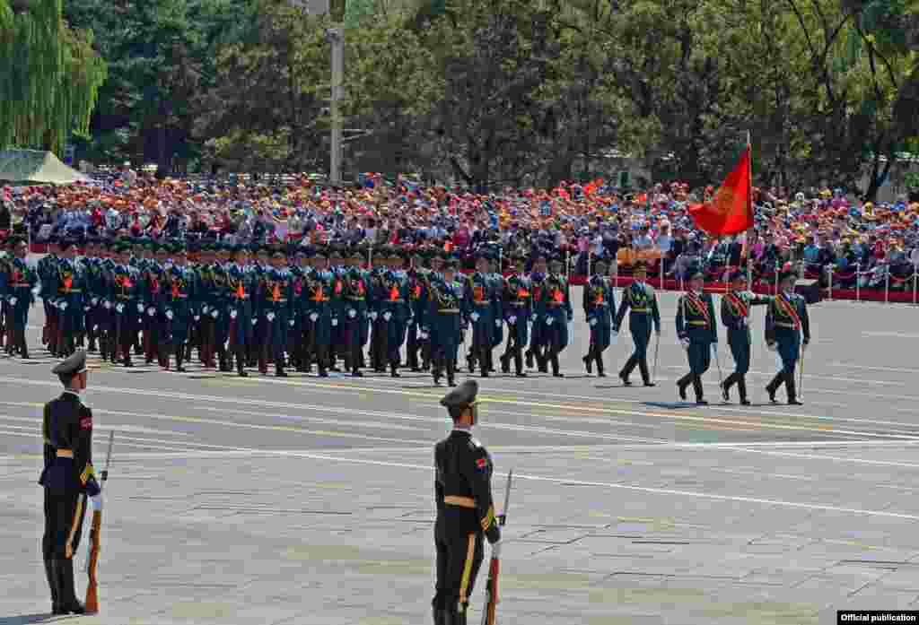 Колона військовослужбовців Збройних сил Киргизії на параді в Пекіні