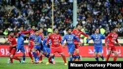آخرین دیدار استقلال و تراکتورسازی در آذرماه ۹۵/ هر دو تیم حالا با محرومیت از انتقالات زمستانی روبهرو هستند.