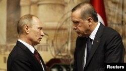 Ресей президенті Владимир Путин (сол жақта) мен Түркия президенті Режеп Тайып Ердоған. Стамбул, 3 желтоқсан 2012 жыл.