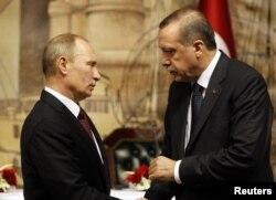 Владимир Путин ва Раҷаб Таййиб Эрдуғон ҳам рӯзи душанбе дар Истанбул қазияи Сурияро баррасӣ карданд.
