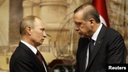 Turkish Prime Minister Recep Tayyip Erdogan (right) and Russian President Vladimir Putin at a news conference in Istanbul in 2012. Can the protests in Turkey be compared to those in Moscow last year?