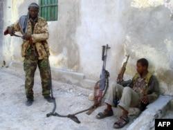 "Бойцы ""Аш-Шабаб"" на улице Могадишо"