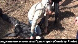 Михаил Попков в окрестностях Ангарска во время следственного эксперимента