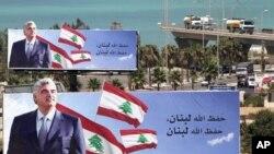 بیلبوردی از تصویر رفیق حریری در یکی از بزرگراههای شهر صیدا در لبنان