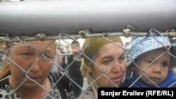 """Пограничный контрольно-пропускной пункт """"Достук"""", Кара-Суу, 12 августа 2013 года."""