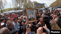 Armenia - Relatives of Lyuks Stepanian, a soldier killed by a fellow conscript on May 15, demonstrate on a highway 50 kilometers north of Yerevan, 18May2013.