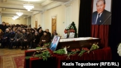 Церемония прощания с Серикболсыном Абдильдиным, бывшим председателем Верховного Совета Казахстана. Алматы, 3 января 2020 года.