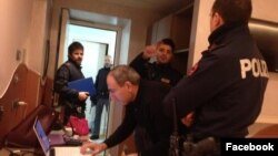 Italy - Armenian opposition leader Nikol Pashinian is surrounded by police officers in his hotel room in Rome,30Jan2018.