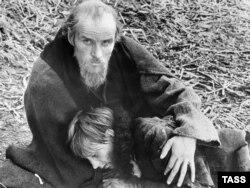 """Tarkovskinin """"Adrey Rublev"""" filmindən bir kadr"""