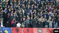 Косово құрамасының фанаттары Хорватия құрамасымен ойыны кезінде. Шкодер, Албания, 6 қазан 2016 жыл.