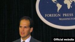 تام کیسی سخنگوی وزارت امور خارجه امریکا می گوید واشینگتن رسما به رفتار قایق های تندرو ایران اعتراض کرده است.