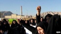 Отступление Тегерана оставляет возможность для любых толкований. Иранские женщины готовы защитить ядерные объекты собственными телами