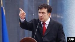 Президент Грузии Михаил Саакашвили выступает с заявлением о вооруженном конфликте с Россией. Тбилиси, 11 августа 2008 года