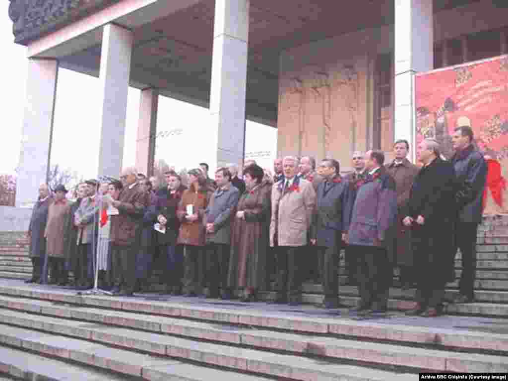 7 noiembrie 2001, miting al PCRM de ziua revoluţiei socialiste