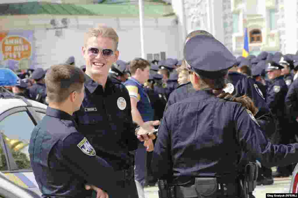 Правоохоронці в гарному настрої