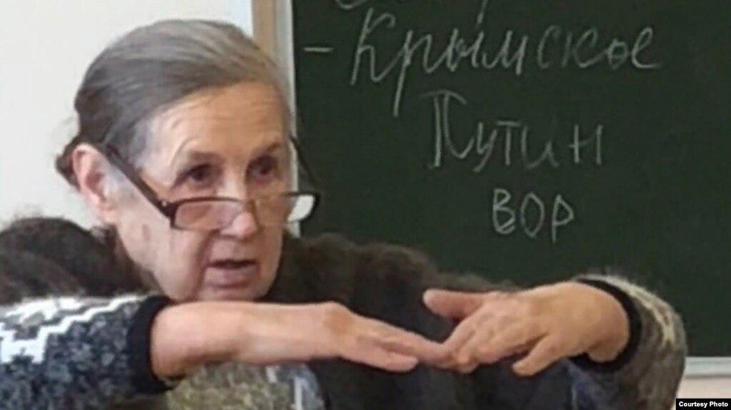 """Надпись """"Путин – вор"""" на классной доске в школе №20 поселка Таёжный – фото прислано автором, пожелавшим сохранить анонимность"""