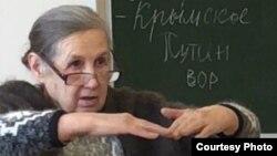 """Надпись """"Путин – вор"""" на классной доске в школе №20 поселка Таёжный"""