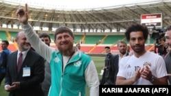 "Глава Чечни Рамзан Кадыров с нападающим ""Ливерпуля"" Мохаммедом Салахом на ""Ахмат-Арене"", фото из архива"