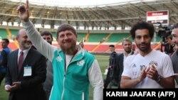 Египетский футболист попал под огонь критики за демонстрацию своих дружеских отношений с Кадыровым