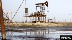 Azerbaijan – Oil-fields in Neftchala district, Jan2010