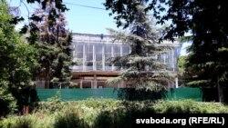 Заброшенный корпус санатория в Алуште