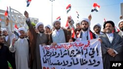 Member's of Najaf's Shiite clerical community and religious studies students calling for reform take part in anti-government protests in the central Iraqi holy city on October 29, 2019. - Anti-government rallies have rocked Iraq since Octobe 25, denouncin